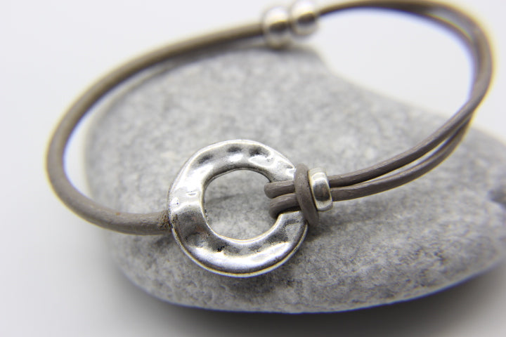 Beach bracelet | Leather with silver hammered disc pendant | Ben's Beach