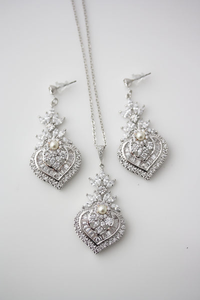Evie Pendant necklace and Earrings set