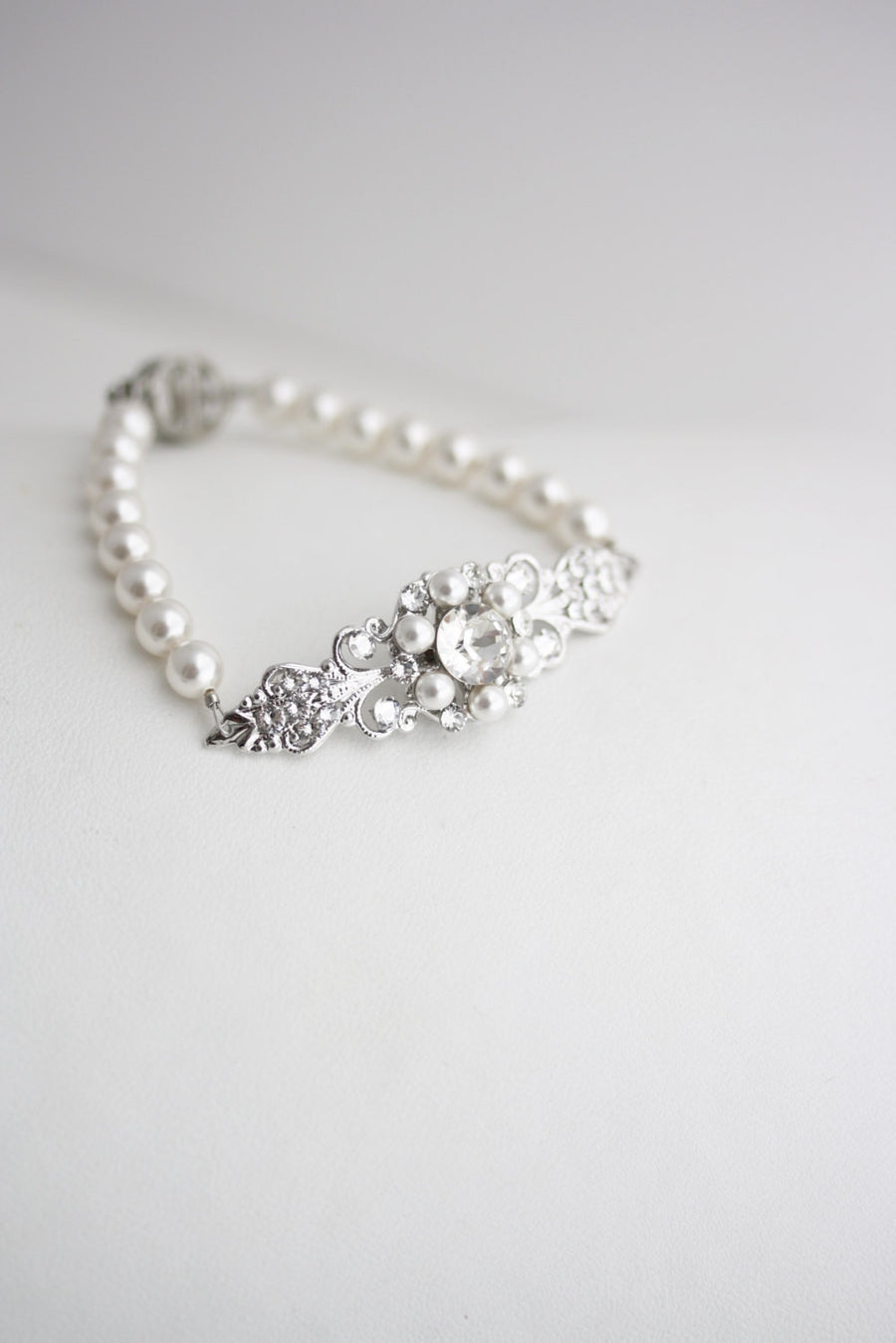Paris Pearl Wedding Bracelet - Lulu Splendor