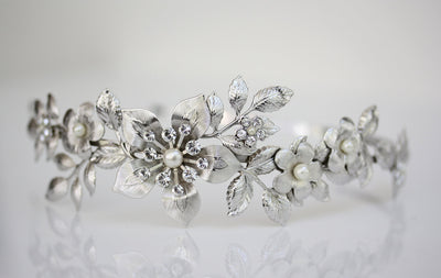 Lisse Silver Pearl Wedding Hairband - Lulu Splendor