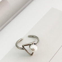 Load image into Gallery viewer, Triangle Modern Pearl Ring