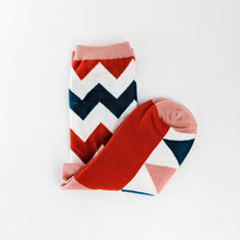 Load image into Gallery viewer, Zig Zag Print Socks