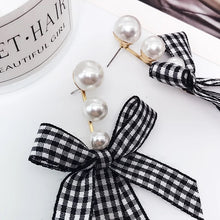 Load image into Gallery viewer, ESN029-Checkered Pearl Bow Earrings