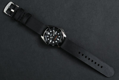 Simple Pass Thru Watch Strap // Black