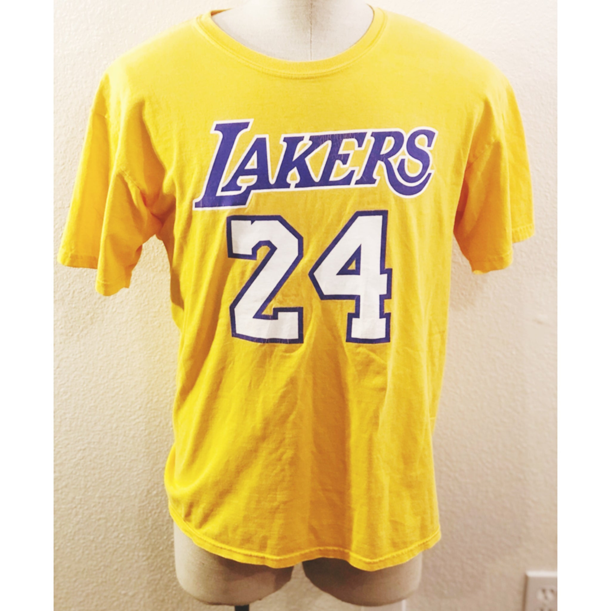 save off 8eda8 bc1a7 VINTAGE NBA LOS ANGELES LAKERS 24 KOBE BRYANT TSHIRT – Swans ...