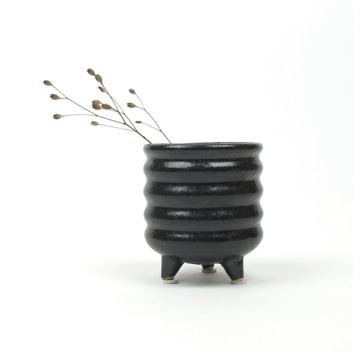 Tua mini pot on stand
