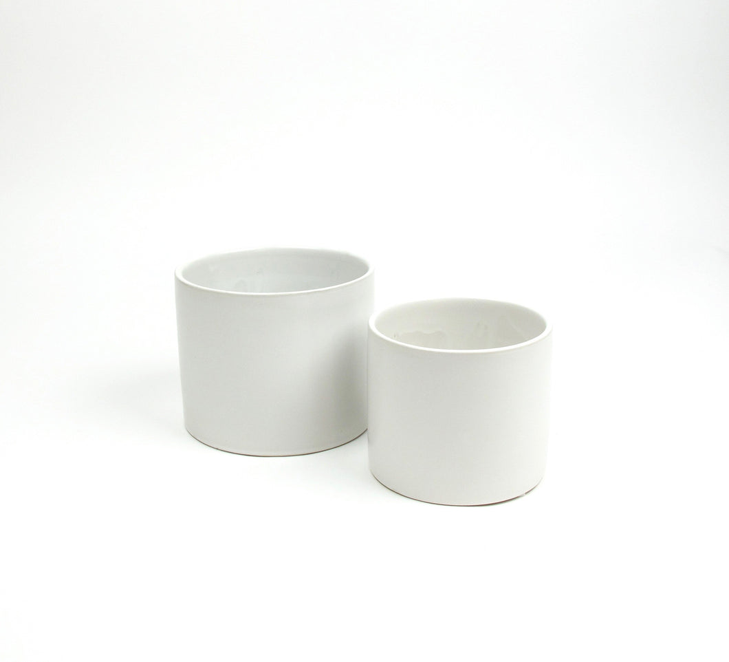 Matt white pot