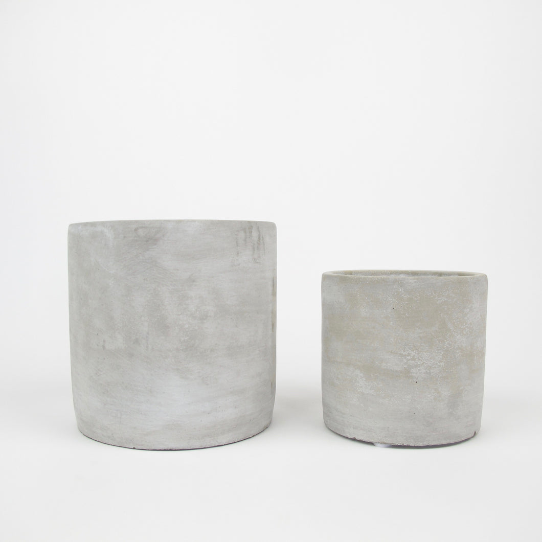 Round concrete pot