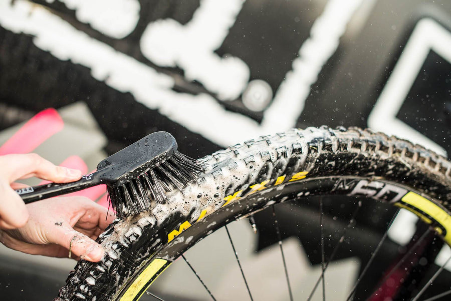 MUC-OFF TYRE AND CASSETTE BRUSH