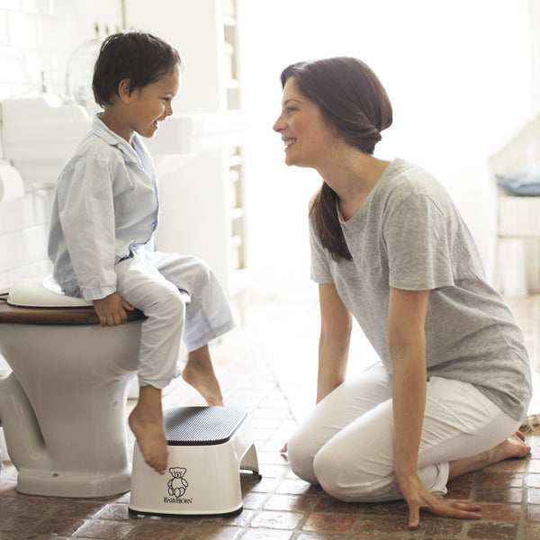 Child using the BabyBjörn Safe Step to access the toilet