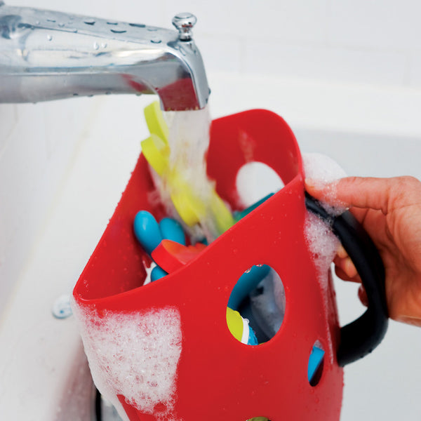 Rinsing bath toys using the Boon Bug Pod