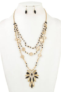 Triple layered beads pendant necklace set