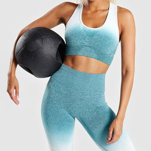 green-Seamless women's sports bra and leggings set