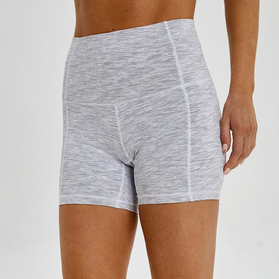 #womensactivewear #womensstyle #fitnessandexercices #yogashorts #gym #yoga #womensworkoutoutfit #workout
