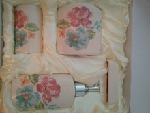 Load image into Gallery viewer, Flower Bathroom Accessory Set - watson-bathroom-accessories