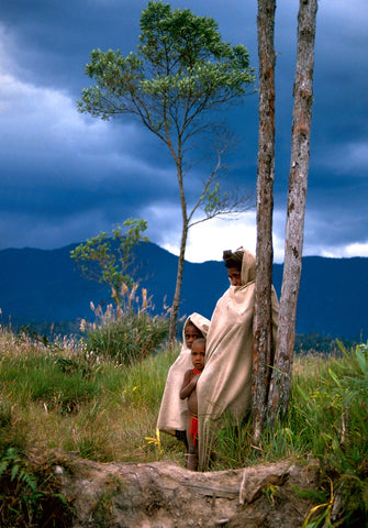 Stephen Williams – Writer of fiction. Woman and child, Levani Valley, Southern Highlands Province, PNG
