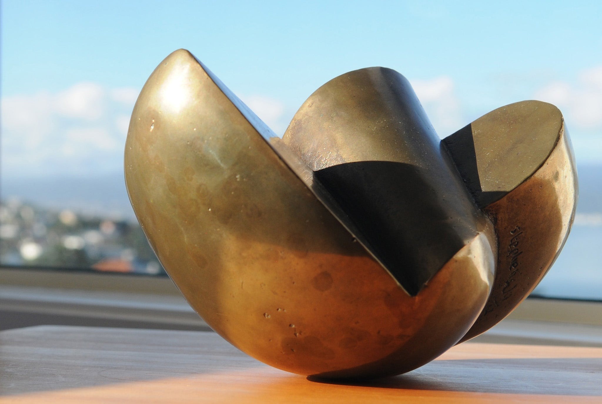 Abstract bronze sculpture by Stephen Williams | New Zealand.