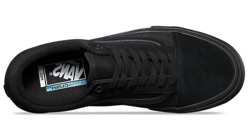 vans old skool pro blackout skate sko set fra oven
