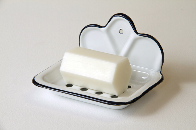 Enamelled soap dish with shaped back and draining tray