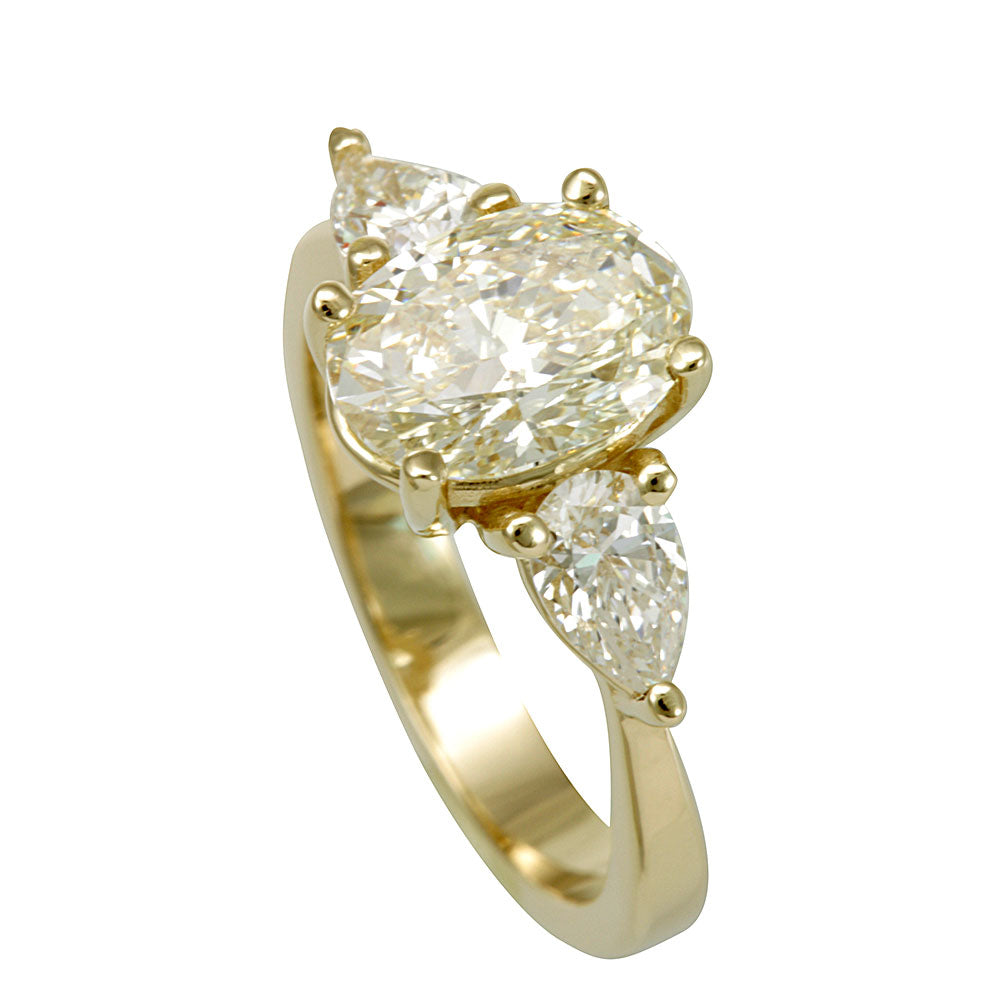 Pear Shape Diamond Engagement Ring in 14K Yellow Gold