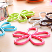 Load image into Gallery viewer, Silicone Flower Shaped Hot Pot Mat - Multicolor