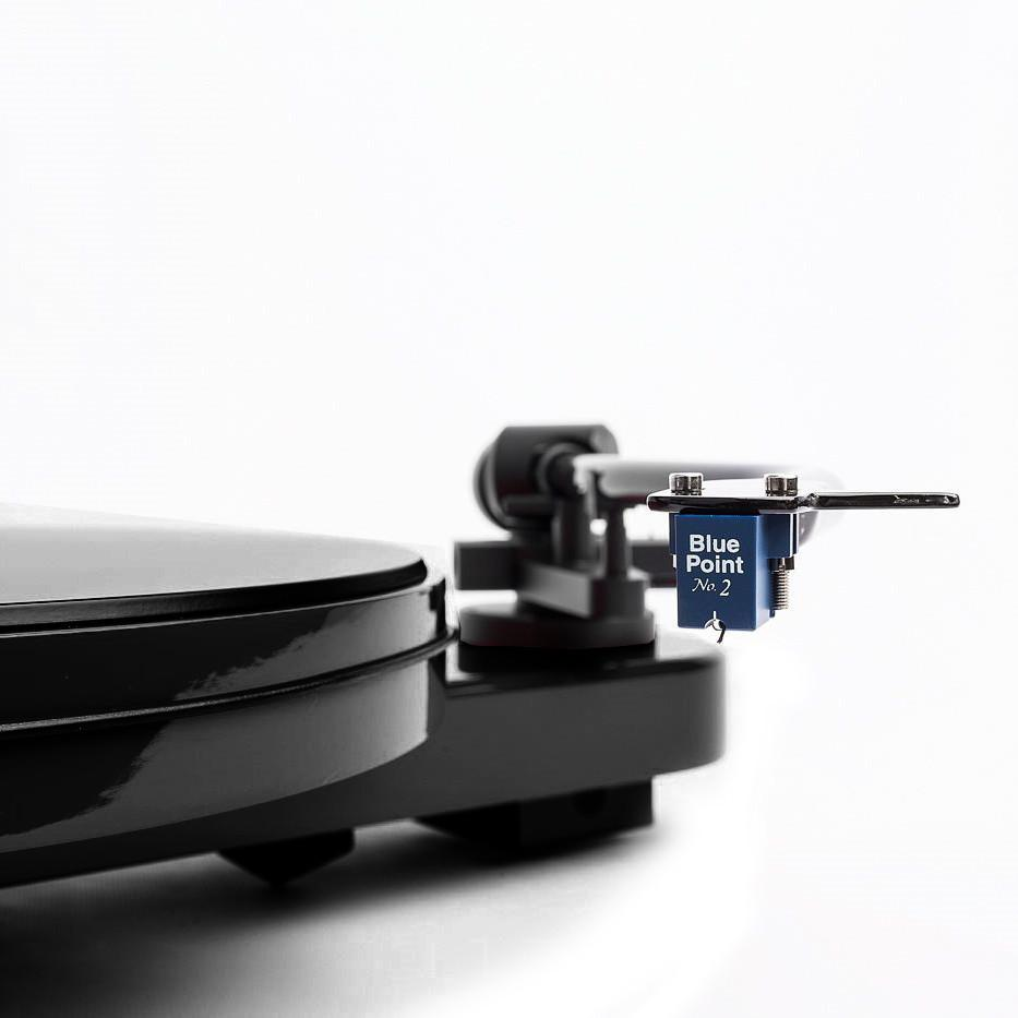 Pro-Ject: RPM 3 Carbon Turntable (Blue Point No.2 Cartridge) - White (RPM3)