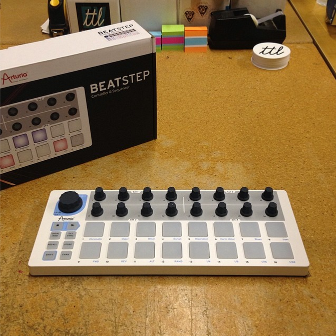 arturia  beatstep controller   sequencer  u2013 turntablelab com