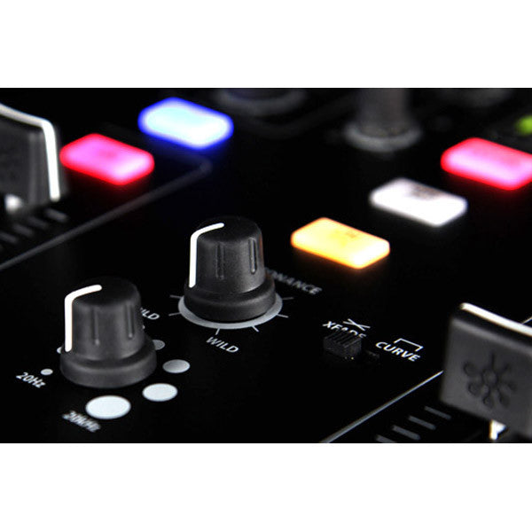Allen & Heath: Xone:23 Mixer close up 2