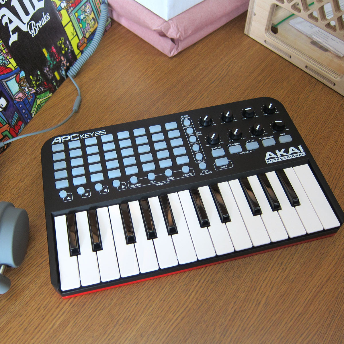 Akai: APC Key 25 Ableton Live Controller with Keyboard candid