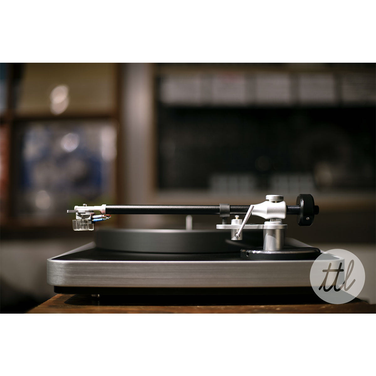 Clearaudio: Concept Turntable - Verify Tonearm / Concept MM Cartridge lifestyle 2