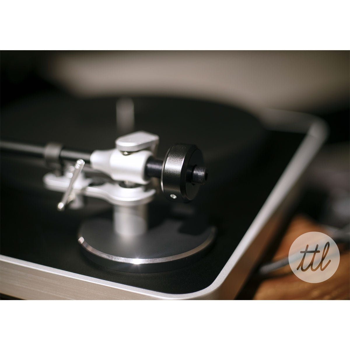 Clearaudio: Concept Turntable - Verify Tonearm / Concept MM Cartridge lifestyle tone arm