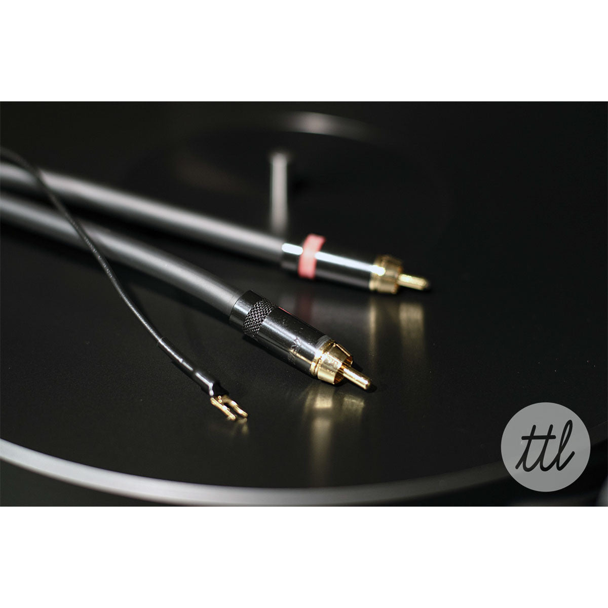 Clearaudio: Concept Turntable - Verify Tonearm / Concept MM Cartridge lifestyle cables
