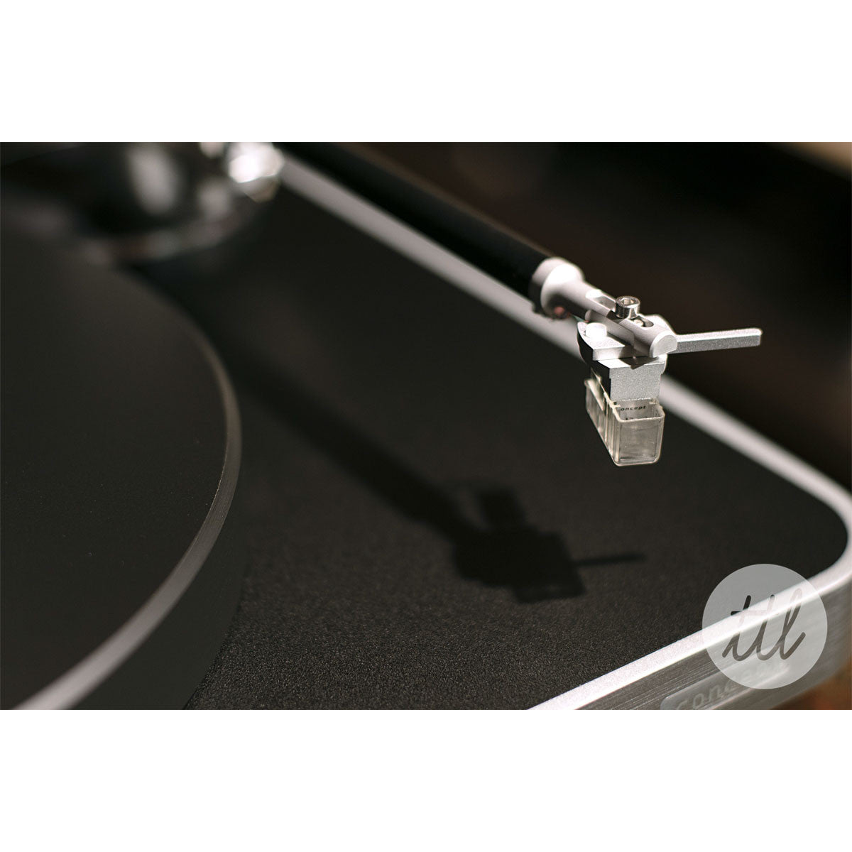 Clearaudio: Concept Turntable - Verify Tonearm / Concept MM Cartridge lifestyle cartridge