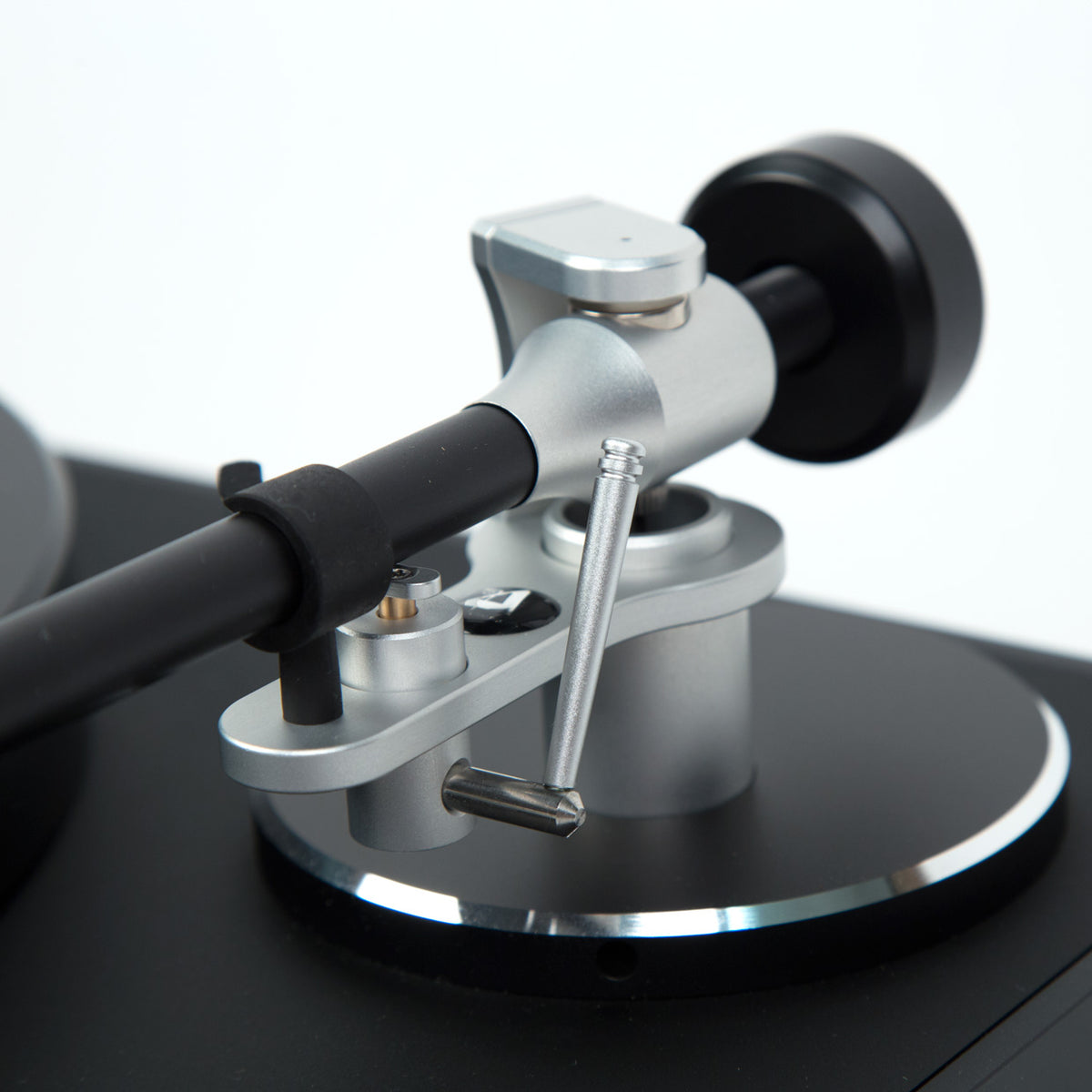Clearaudio: Concept Black Turntable - Verify Tonearm / Concept MM Cartridge