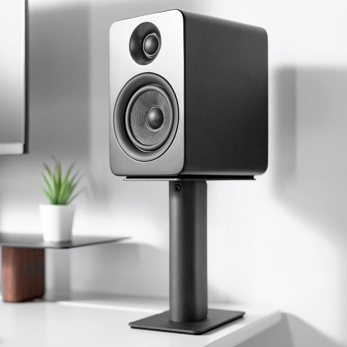 "Kanto: SP9 Desktop Speaker Stands for YU2 / YU4 (9"" Height / Black / Pair)"