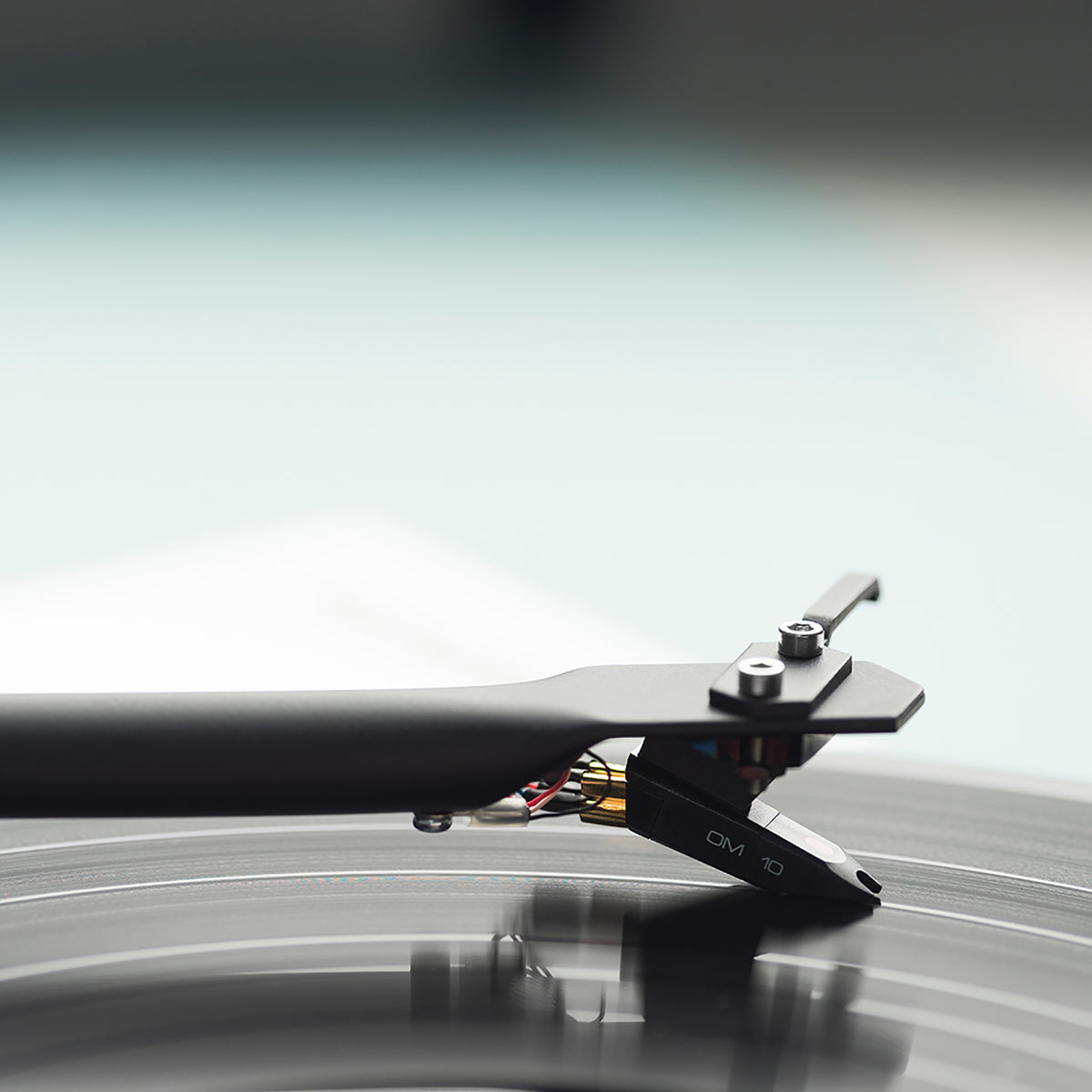 Pro-Ject: Essential III Turntable / Phono - Gloss Black