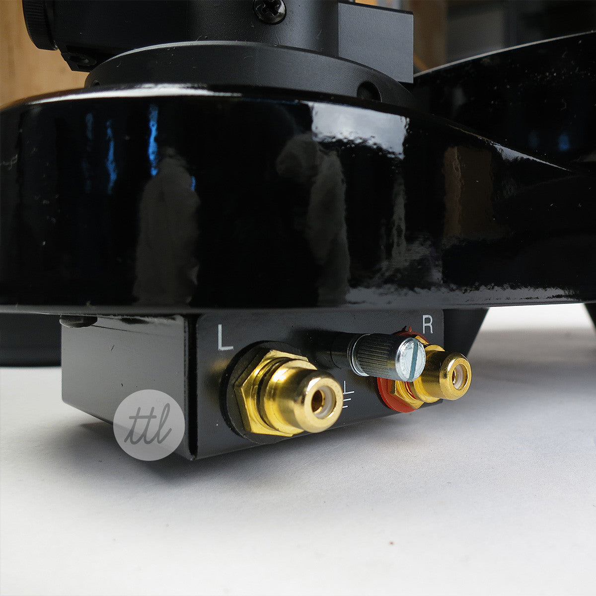 Pro-Ject RPM Turntable - Inputs