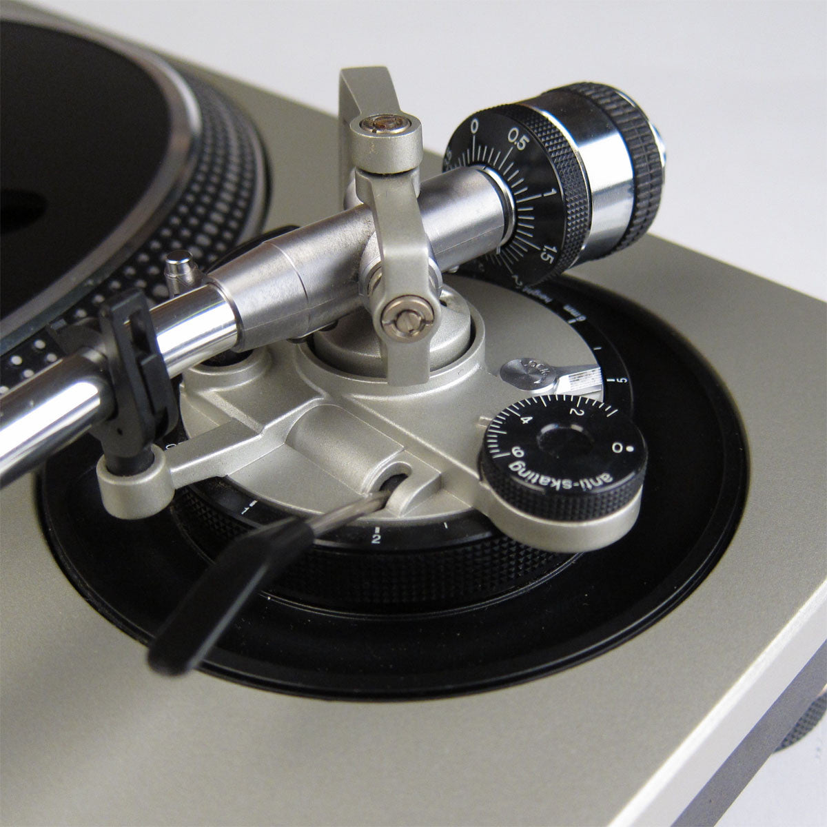 Technics: SL-1200MK5 Turntable - MCC Refurbished tone arm