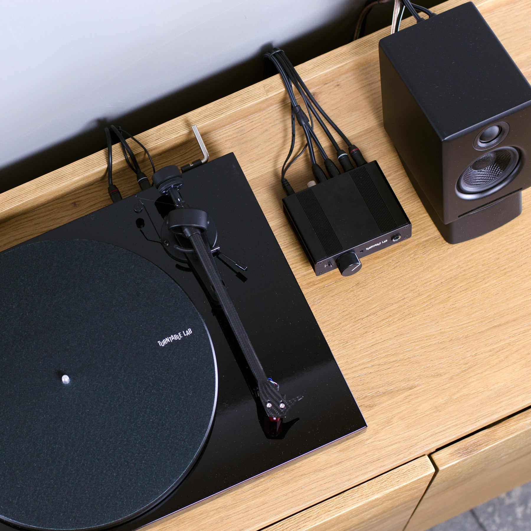 Pro-Ject: Debut Carbon Turntable / PH01 Listening Package – TurntableLab.com