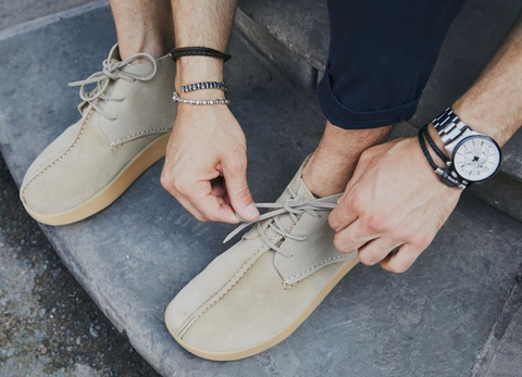 William Wade, blogger and influencer in Yogi footwear, beige suede shoes