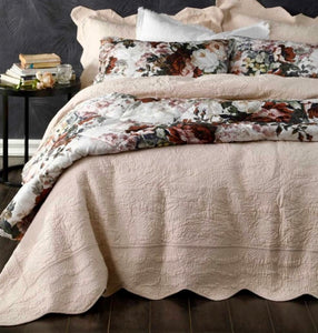 Ava Bedspread in Shell Pink