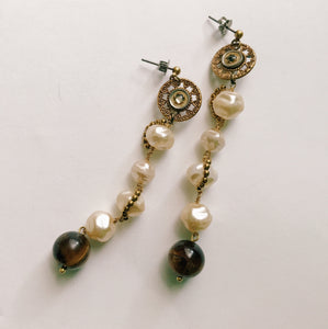 Pearl earrings -long-