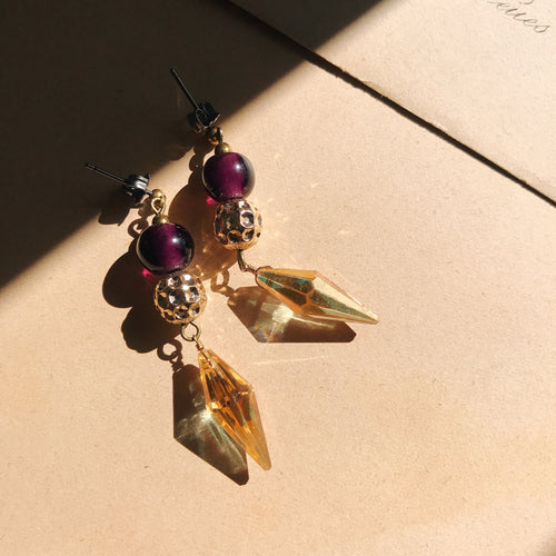 Tiny earrings -purple gold-