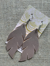 Load image into Gallery viewer, Feather Earring (Rose Gold)
