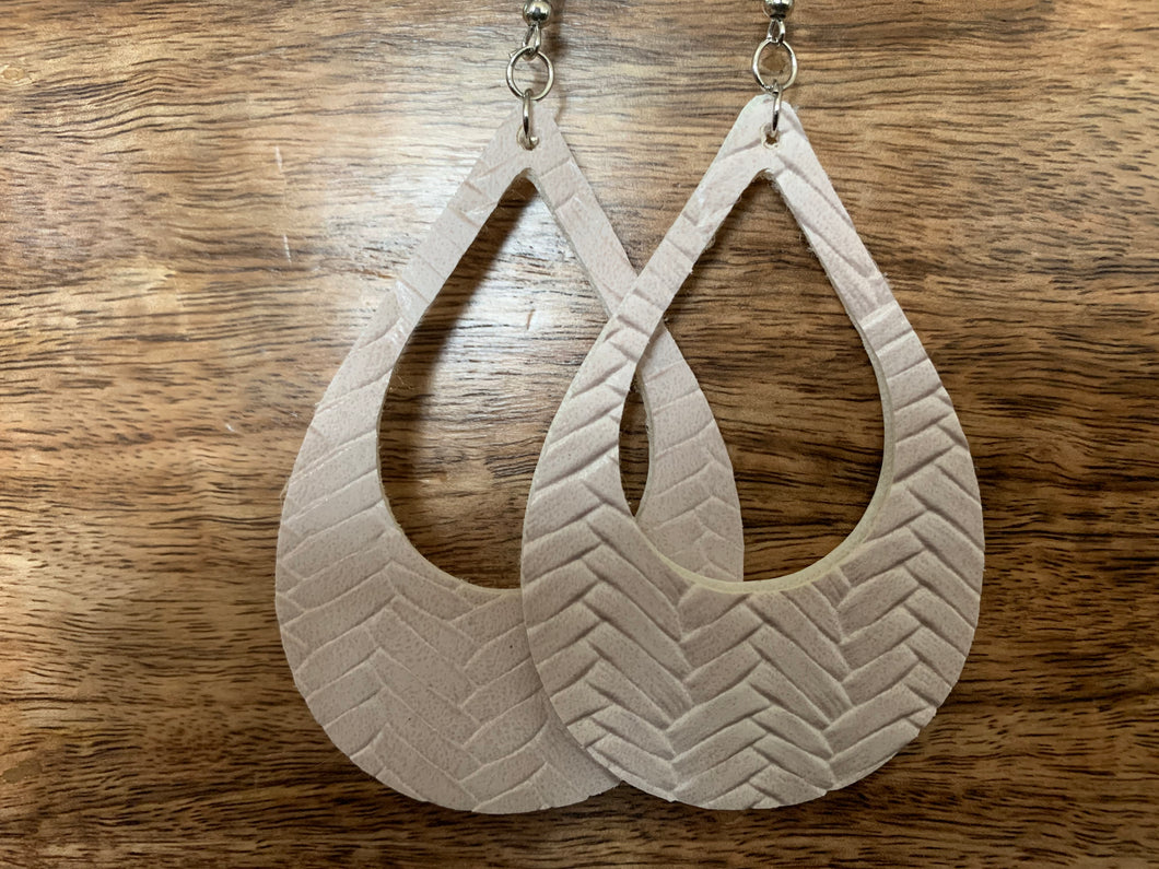 Woven Teardrop Cutout Earring (Light Blush)