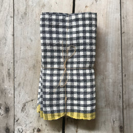 Set of 4 Gingham Napkins in Black & Yellow