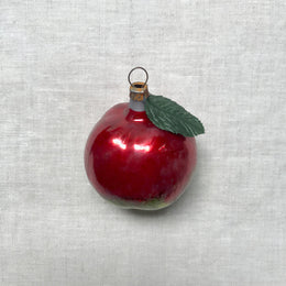 Nostalgic Apple with Leaf Ornament