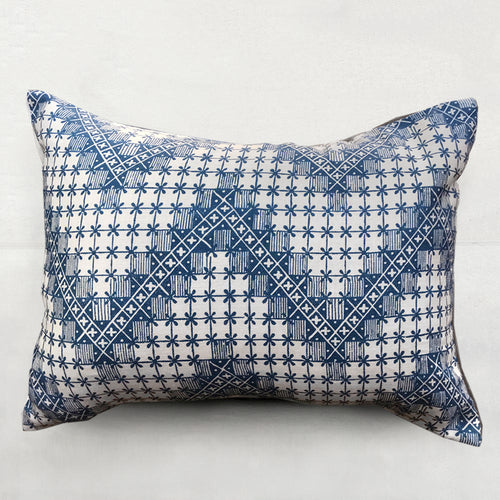 Small Point de Hongrie Pillow (No. 32A) with Linen Backing