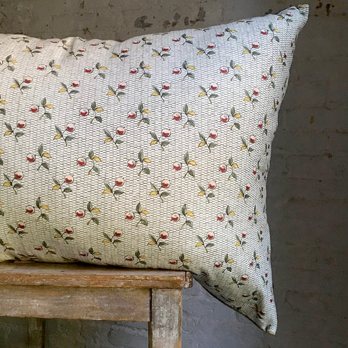Large Baies Pillow (No. 56A) with Linen Backing