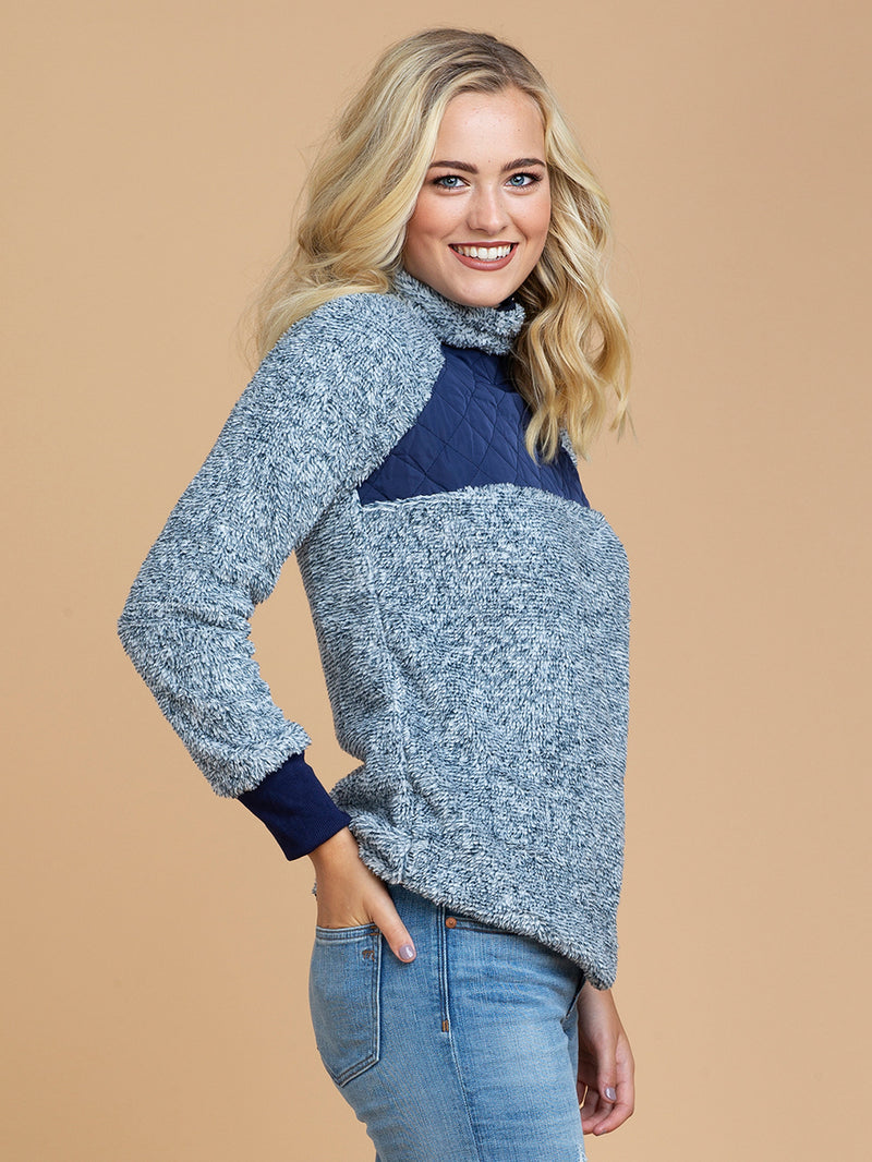 Goodnight Macaroon 'Vincy' Sherpas Quilted Fluffy Sweater Blue Model Half Body Side